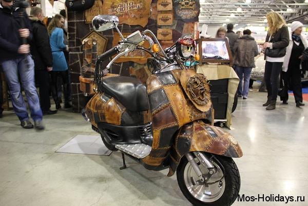 Мотоцикл на выставке Олдтаймер Галерея