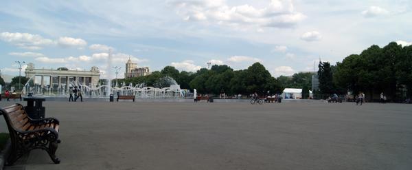 Площадь с фонтаном в Парке Горького