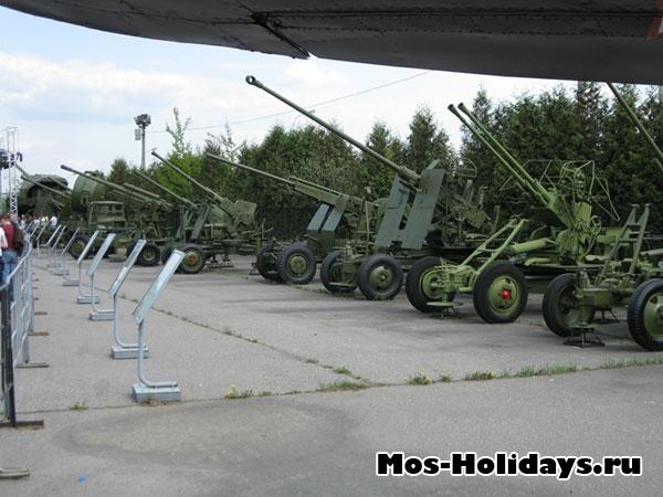 Артиллерия в музее военной техники в Парке Победы