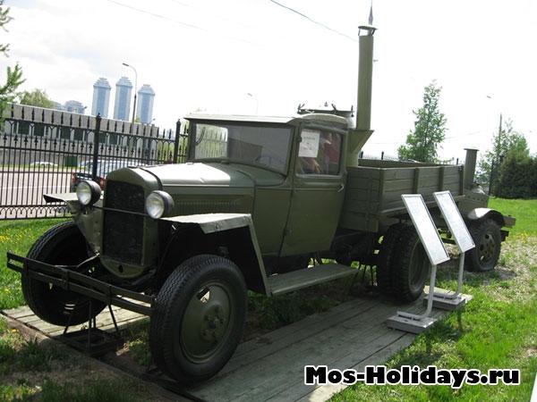 Полуторка в музее военной техники в Парке Победы