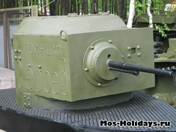 Пулеметная башня в музее военной техники в Парке Победы