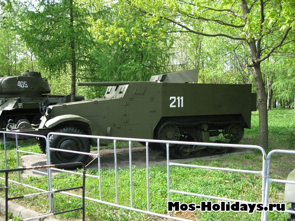 Бронемашина в музее военной техники в Парке Победы