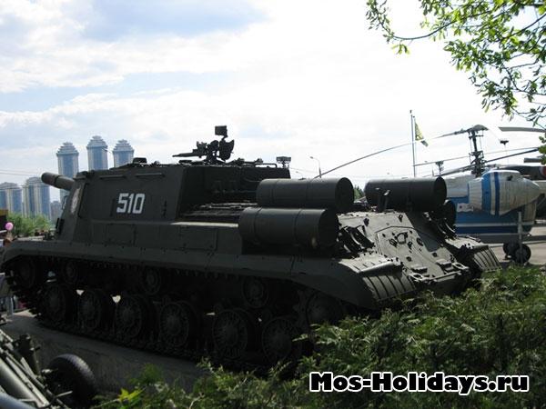 Танк в музее военной техники в Парке Победы