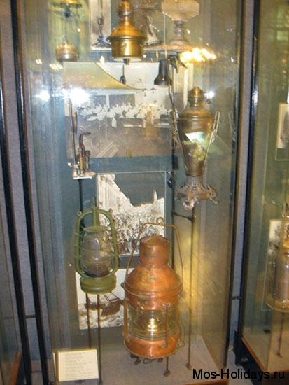 Зал с первыми лампами в Политехническом музее