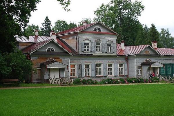 Фасад усадьбы в Абрамцево