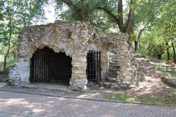 Грот Бельведер в саду имени Баумана