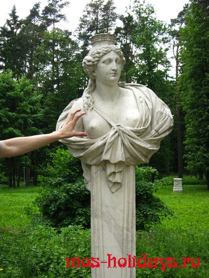 Мраморная скульптура в парке Архангельское