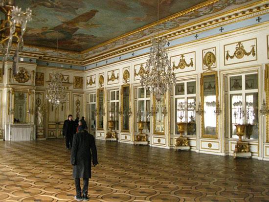 Зеркальный зал в усадьбе Кусково