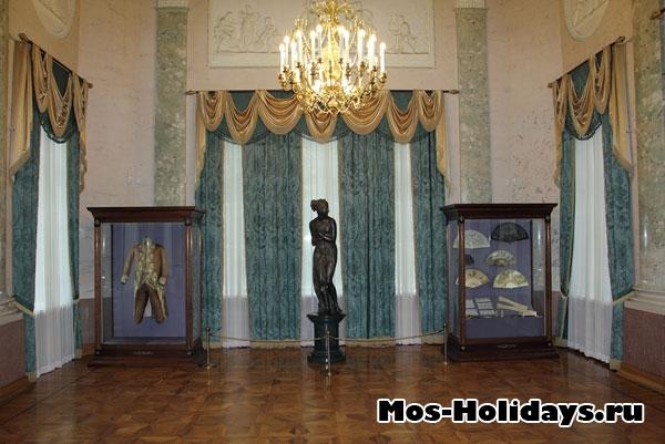 Мраморный зал в усадьбе Люблино