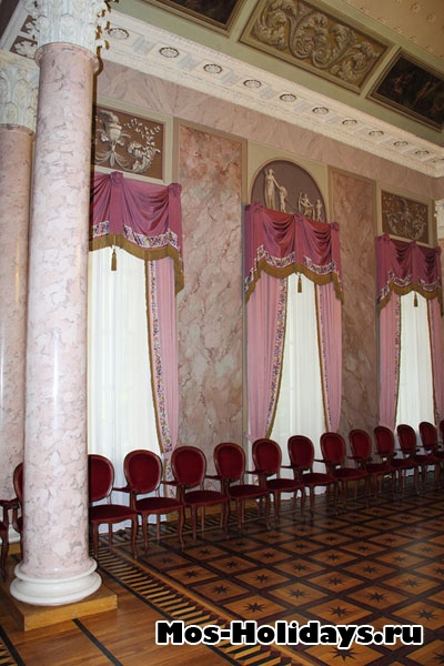 Колонный зал во дворце Дурасова