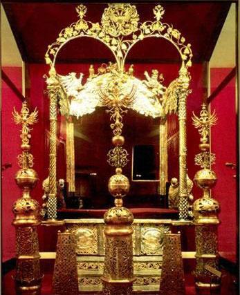 Двойной трон царевичей Ивана и Петра в Оружейной палате Кремля
