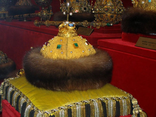 Шапка Владимира Мономаха, наиболее известное сокровище Оружейной палаты