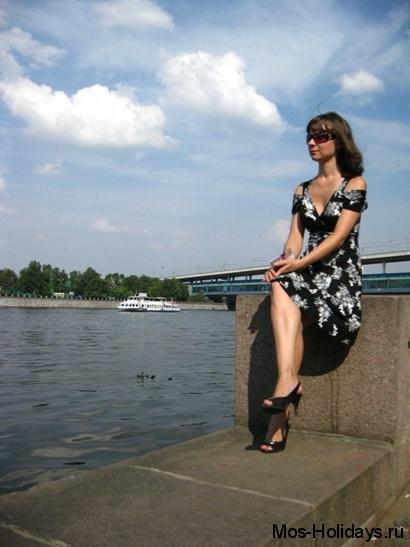 На набережной Москвы-реки на Воробьёвых горах