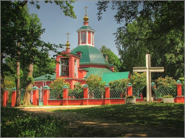 Храм Троицы Живоначальной в Воронцовском парке