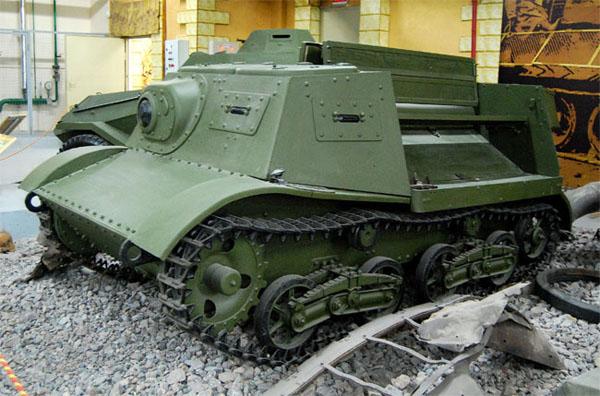 """Артиллерийский тягач на выставке """"Моторы войны"""""""