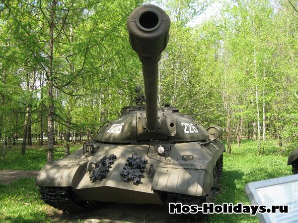 Музей военной техники под открытым небом в Парке Победы