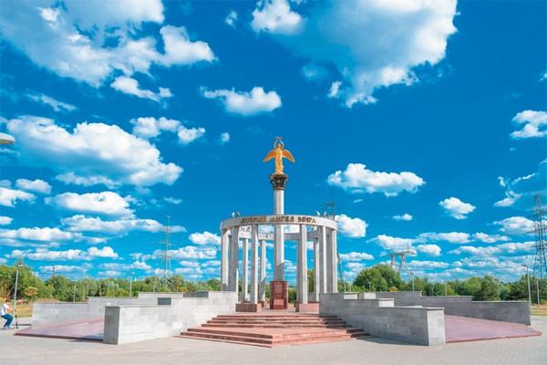 Памятник Добрый ангел мира в парке 850-летия Москвы