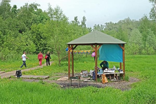 Площадка для жарки шашлыков в Долине реки Сетунь