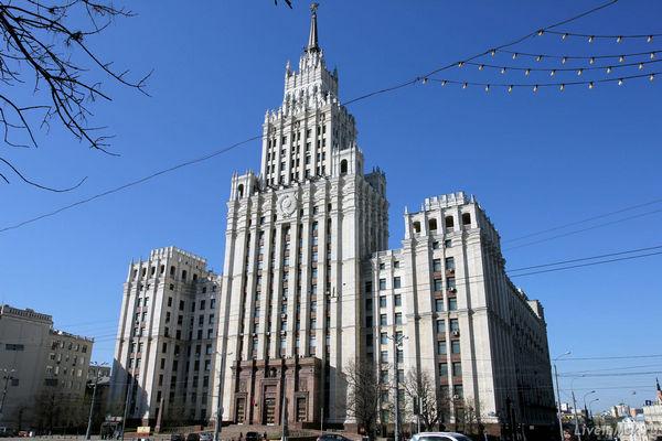 Автобусная экскурсия «Легенды и мифы сталинских высоток» от компании «Незабываемая Москва»