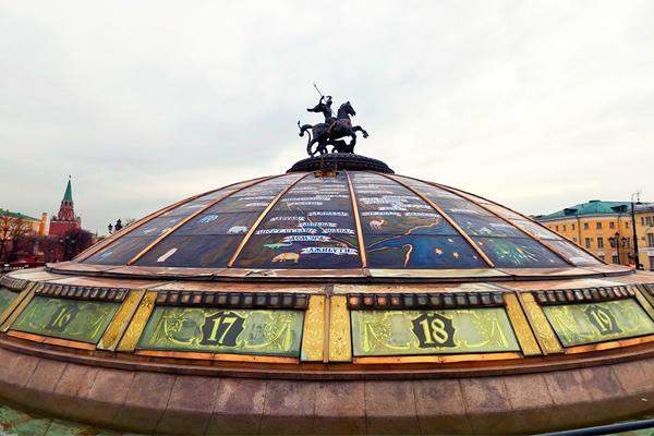 фонтан «Часы Мира» на Манежной площади