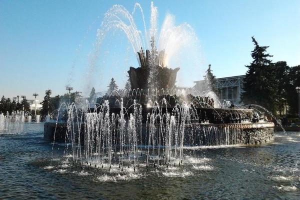 светомузыкальный фонтан «Каменный цветок» на ВДНХ