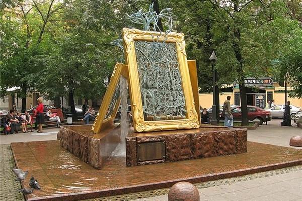 Фонтан «Вдохновение» в Лаврушинском переулке