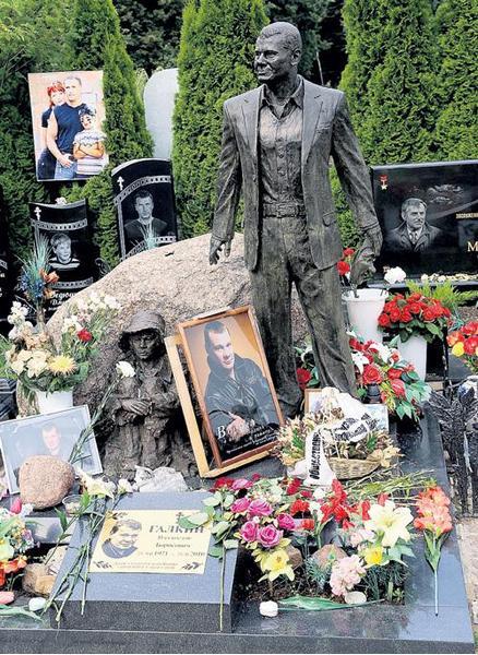 Троекуровское кладбище, могила Владислава Галкина