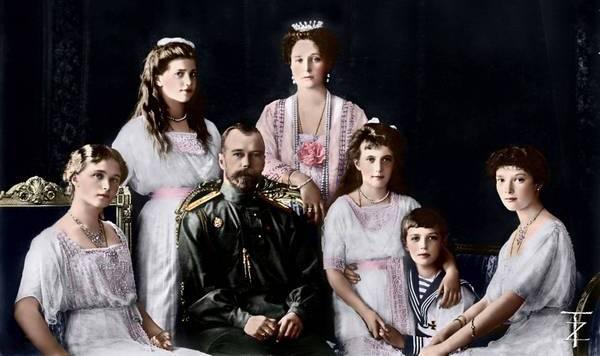 Авторская автобусная экскурсия «Романовы. Рок и мистика царской династии» от компании «Незабываемая Москва»