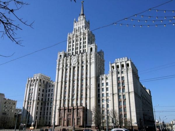 Сталинская высотка на площади Красных ворот