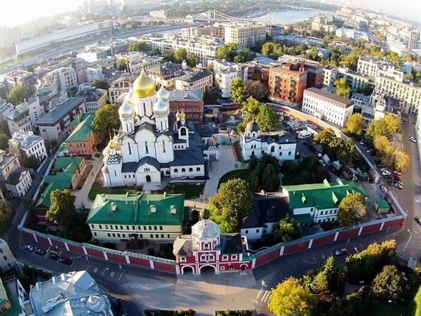 Бесплатная пешеходная экскурсия «Золотая миля» — царство контрастов» от компании «Азбука Москвы»