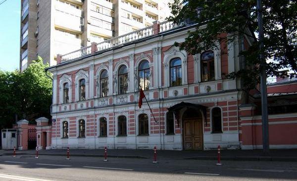 Пешеходная экскурсия «Посольства Москвы: загадки и тайны старинных особняков» от компании «Незабываемая Москва»