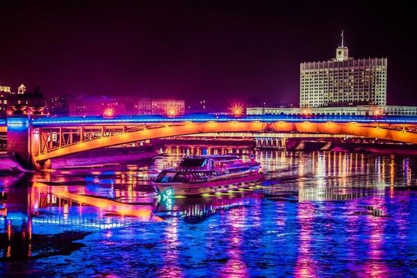 Теплоходная прогулка «Спасская Башня» от причала «Киевский вокзал»