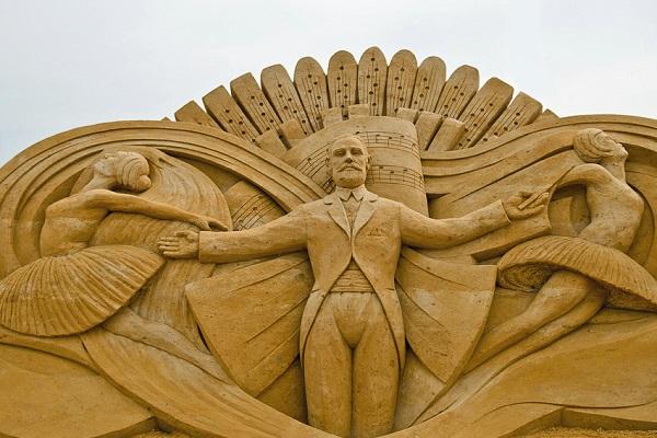 Выставка скульптур из песка «Мир вокруг нас»