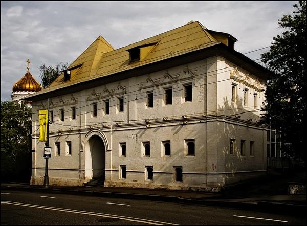 Бесплатная экскурсия «Блестящая Пречистенка: от палат до дворцов» от компании «Азбука Москвы»