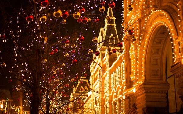 Автобусная экскурсия «Новогодняя ночь на улицах Москвы с Дедом Морозом» от компании «Незабываемая Москва»