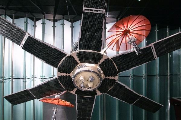 Выставка «Космическая связь: 50 лет на орбите»