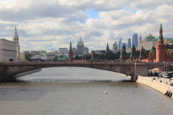 Вид с Парящего моста в парке Зарядье