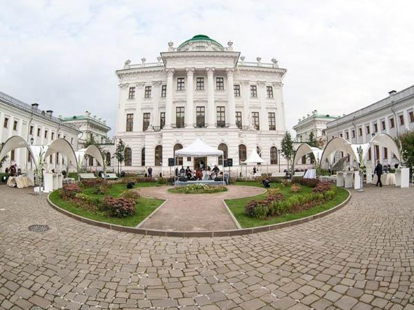 Экскурсия «11 неожиданных дворов Москвы». Почувствовать дух Москвы, еще оставшийся на задворках ипустырях центра