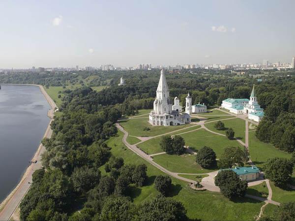 Экскурсия «Царские резиденции Коломенское и Царицыно». Познакомиться с историей легендарных московских парков
