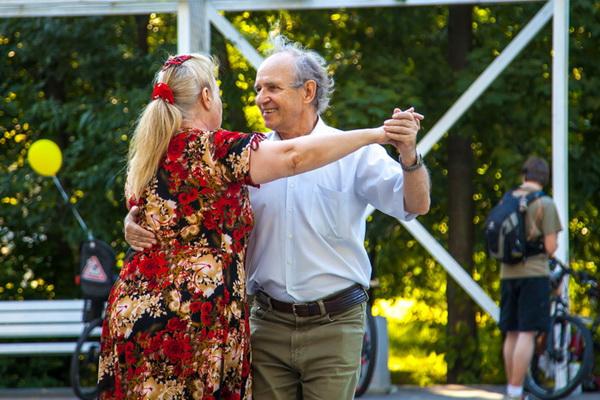 У парка «Сокольники» появятся официальные  бабушка и дедушка
