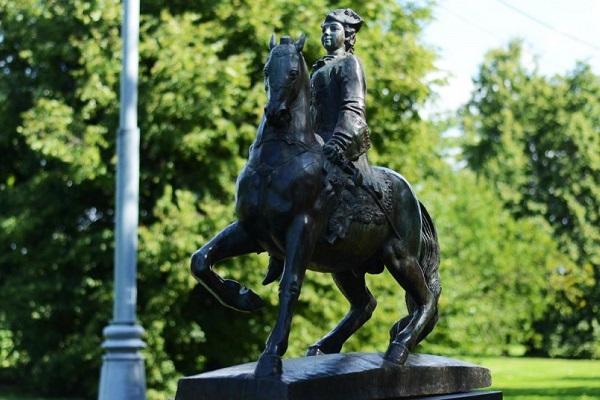 Выставка одной скульптуры «Императрица Елизавета Петровна»