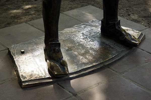 Выставка одной скульптуры «Петр I»