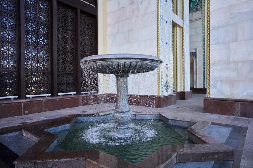 Чаши фонтанов у павильона р. Азербайджан