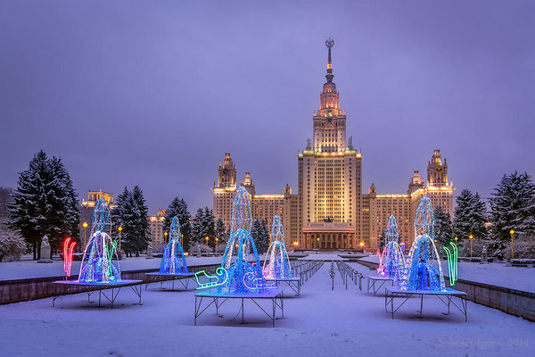 Автобусная экскурсия «Поющий» автобус с Дедом Морозом и Снегурочкой: песни о Новом годе»