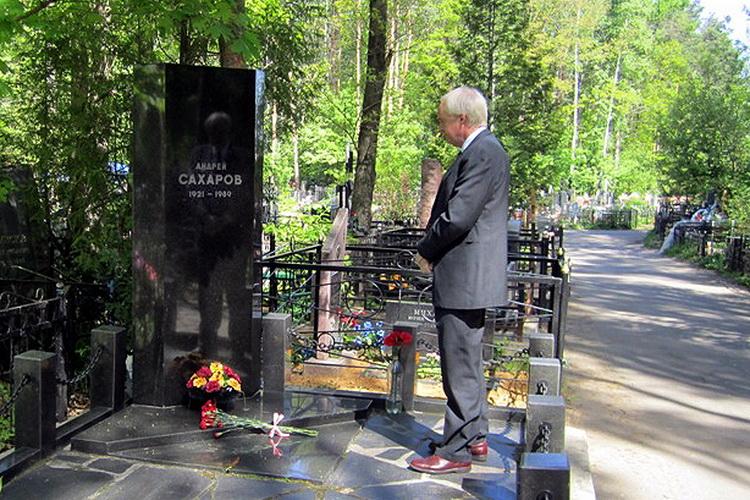 могила А.Д. Сахарова