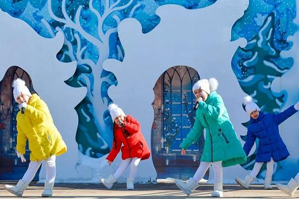 Международный женский день в усадьбе Деда Мороза