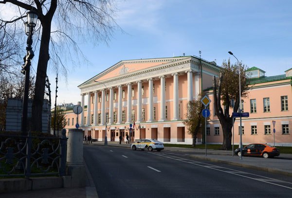 Бесплатная экскурсия «Страсти века на Страстном бульваре» от компании «Твоя Москва»