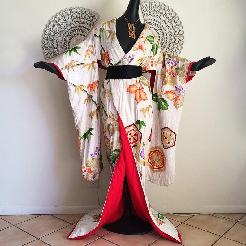 Выставка «Аромат времени. Классика в современном кимоно»