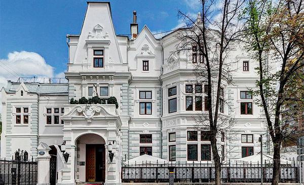 Пешеходная экскурсия «Поварская: аристократы, поэты, дипломаты» от компании «Азбука Москвы»