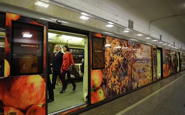 Выставка ботанического рисунка в поезде-галерее «Акварель»